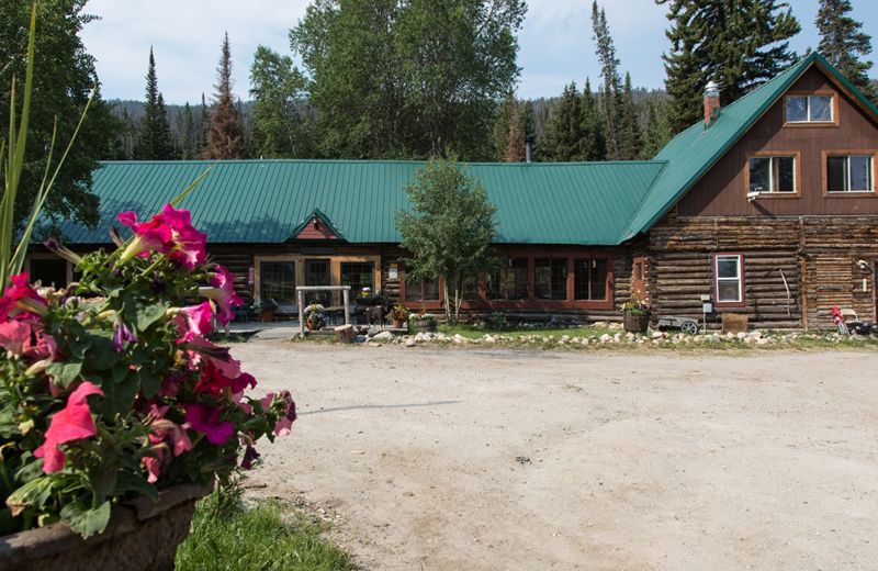Medicine Bow Lodge & Adventure Guest Ranch